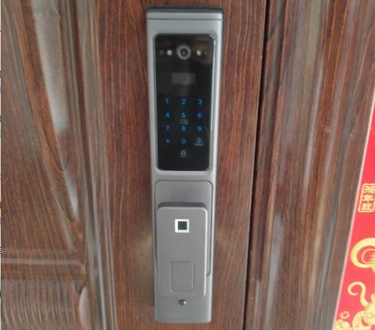 水景湾业主安装久邦智能锁X 9天眼手机远程监控指纹锁密码锁