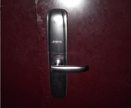 君恒熙园业主安装久邦智能锁768自动滑盖指纹锁密码锁